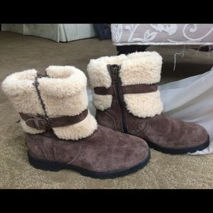 Ugg Blayre Shearling Lined Boots(Mint Condition)